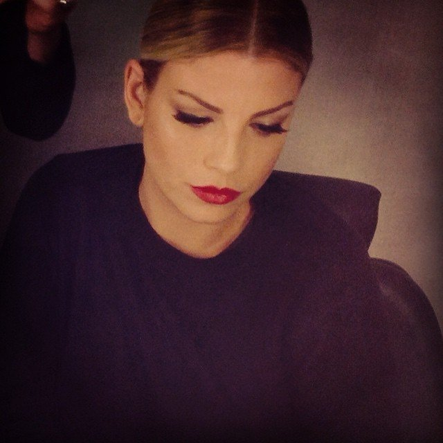 Labbra Rosse e eyeliner è un abbinamento frequante nei look della cantante