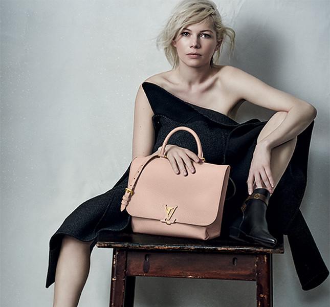 Michelle Williams con la Volta Taurillon rosa cipria di Louis Vuitton