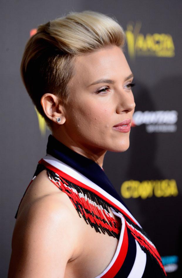 Pixie Cut con rasatura laterale per Scarlett Johansson