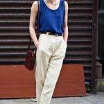 . I capi a vita alta sono un elemento ricorrente nel suo stile, che siano pantaloni, vestiti con il un cinturino o ancora gonne