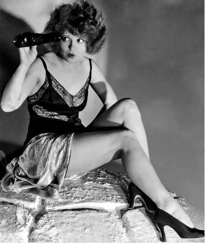 Clara Bow è stata un'icona degli anni '20 per i suoi capelli ricci e rossi