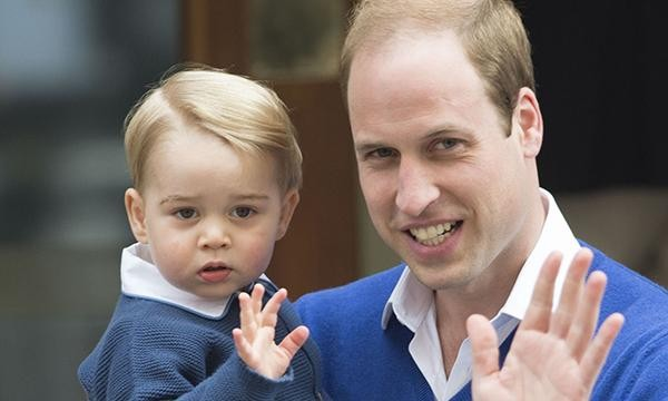 Il principe George va in ospedale con papà Harry per conoscere la sorellina