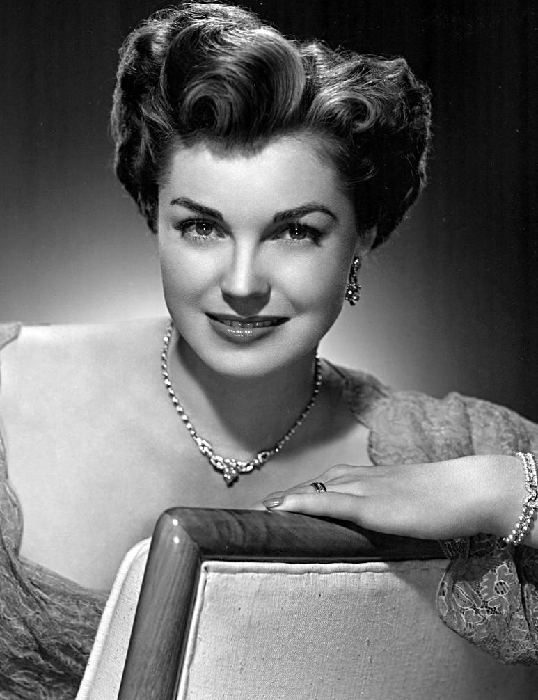 Regina dei musical acquatici, ma con chiome ricce sempre perfette: Esther Williams