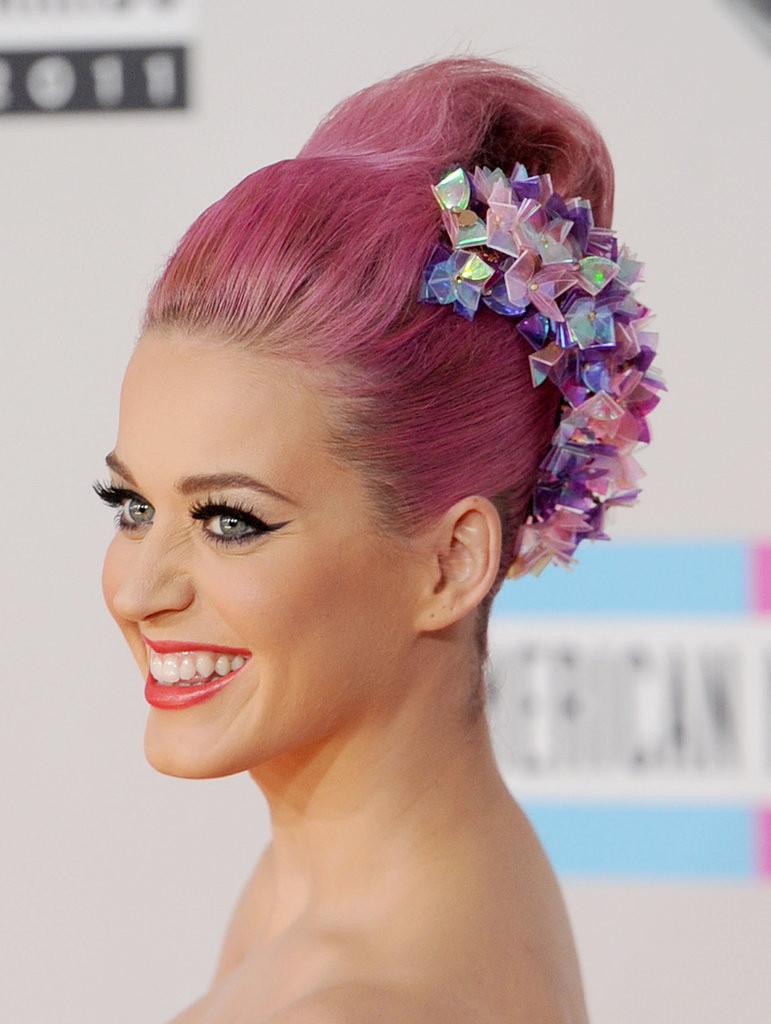 Trend più eccentrico e che non passa inosservato sono i pastel hair, ovvero i capelli color pastello.