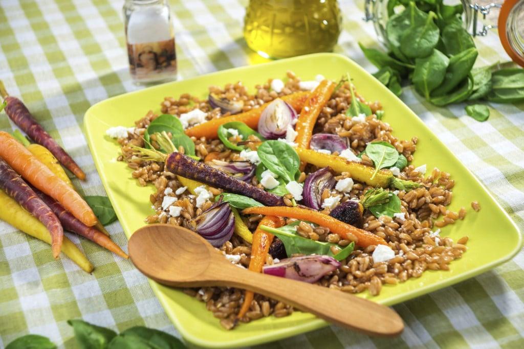 Insalata di farro con verdure infornate e Feta