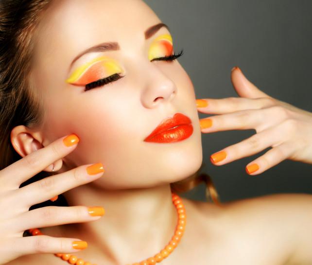 Un makeup estivo sui toni del giallo e dell'arancio
