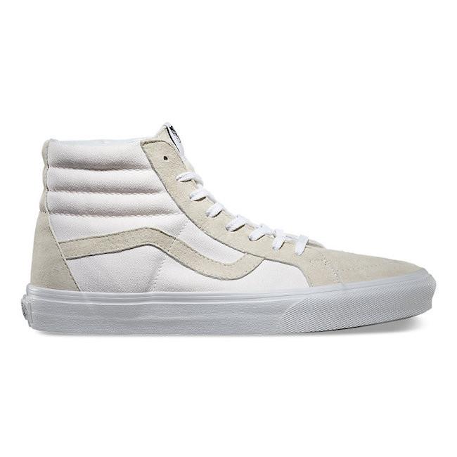 4d10284c6556e Le sneakers sono uno di quegli accessori di cui una donna non può fare a  meno
