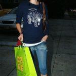 T-Shirt e jeans è questo il look da città di Lena Headey