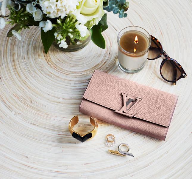 Louis Vuitton portafoglio Capucines rosa cipria