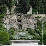 Giardino di Villa Garzoni con statue e giochi d