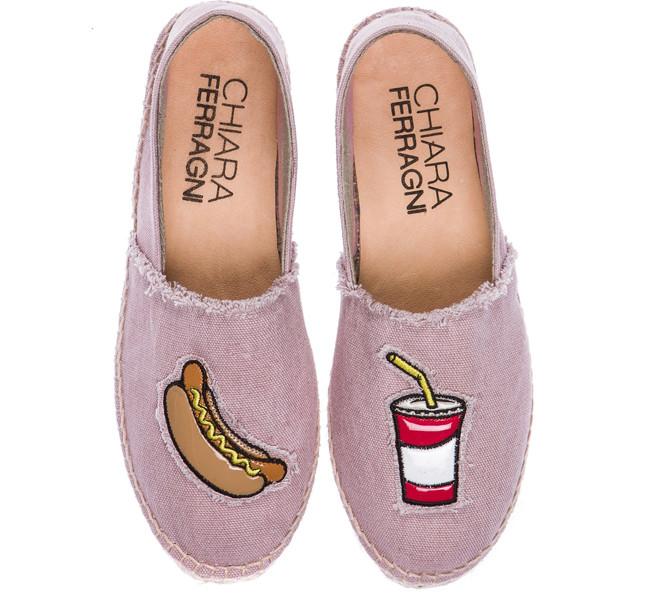 Chiara Ferragni espadrillas rosa con stampa Hot Dog e Soda