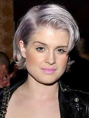 Se è un total look quello che cercate si più prendere ispirazione dalle celebritites che l'hanno già fatto come Pink, Kelly Osburne