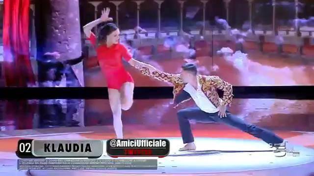 Klaudia in una delle esibizioni della finale