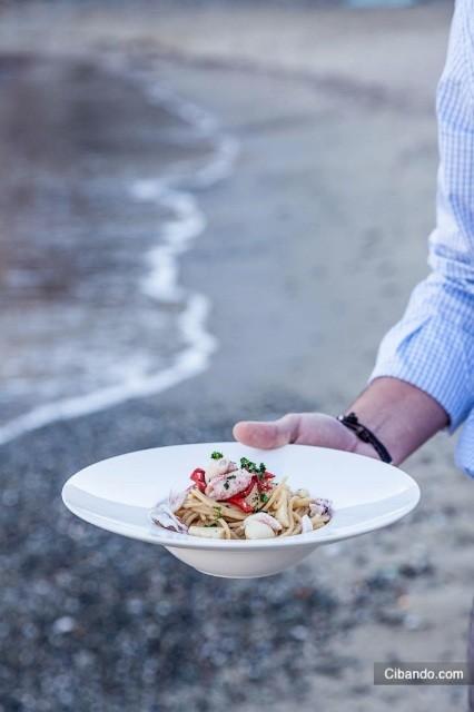 servizio sulla spiaggia al ristorante Portobello, Hotel Vis a Vis