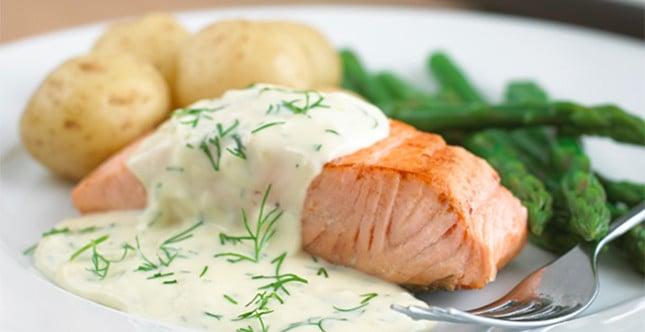 salmone al vapore e salsa aneto