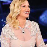 Look quasi principesco per Emma a Sanremo