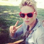 Charlize Theron con il pixie cut, ideale per l'estate