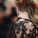 Forcine impreziosite per l'hairstyle di Cara Delevigne
