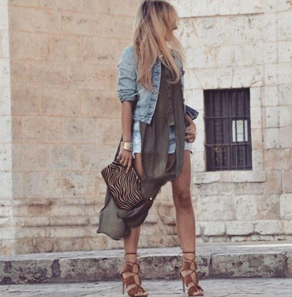 Giubbotto di jeans in versione sexy. Photo credits: @youcancallmedoll on Instagram