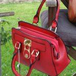 La qualità artigianale delle borse in vendita al Mercato di Forte dei Marmi