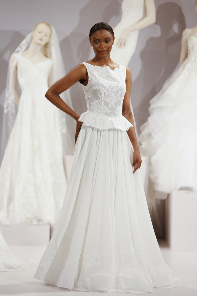 abito da sposa bianco con corpetto in pizzo