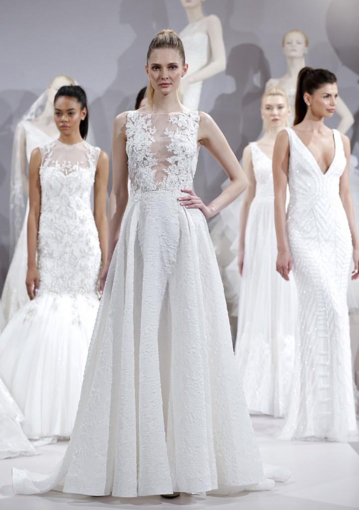 abito da sposa con bellissima gonna leggeremente ampia
