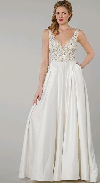 abito da sposa bianco  con gonna in seta e corpetto impreziosito da cristalli