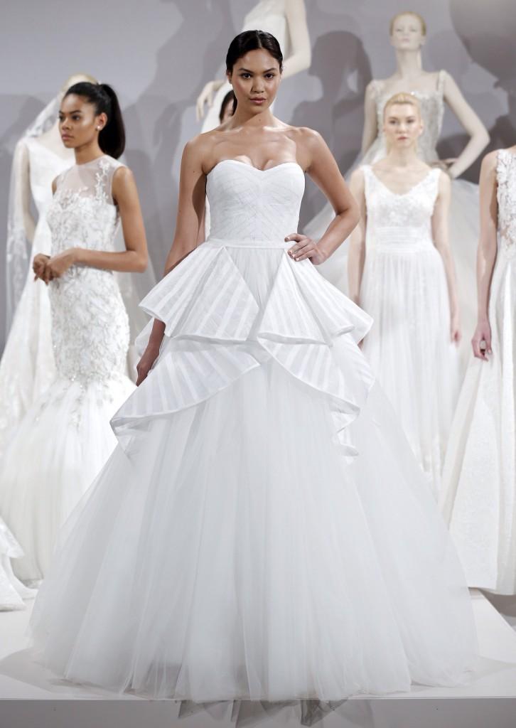 abito da sposa bianco stile principessa con gonna ampia in tulle