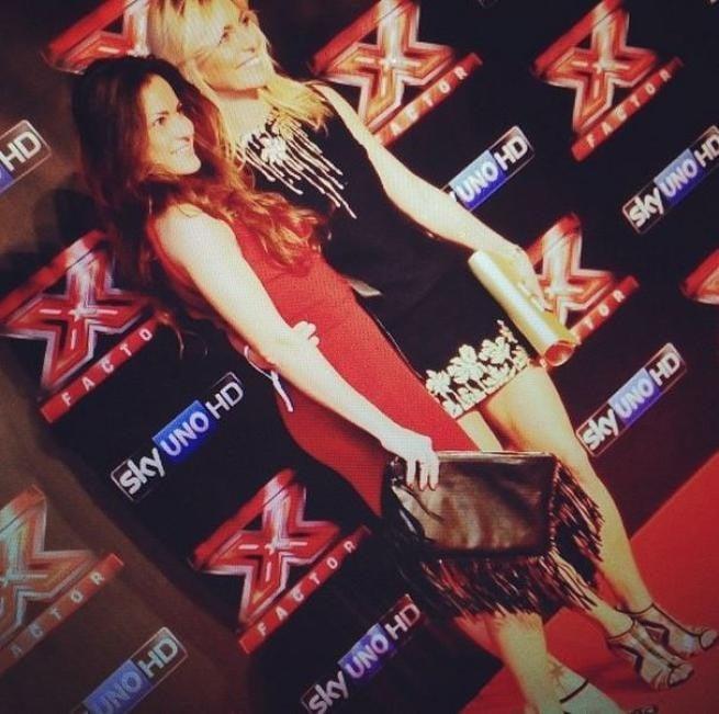 Federica Fontana e sua sorella su un red carpet