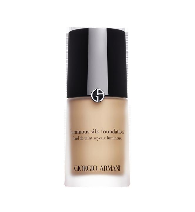 Giorgio Armani Beauty Luminous Silk Foundation è delicato e luminoso