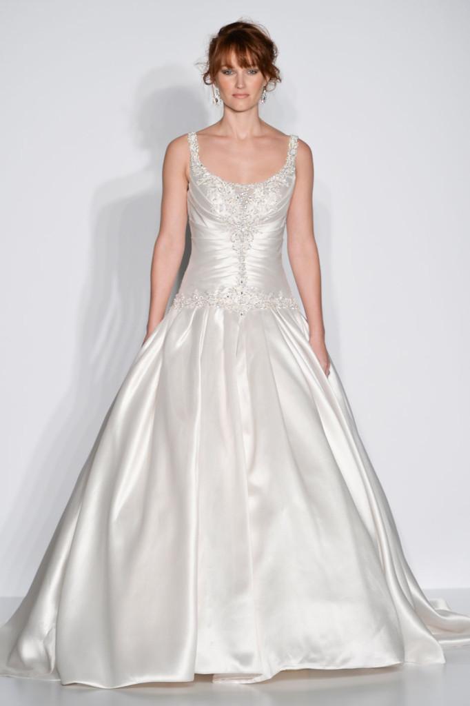 abito bianco luminoso modello principessa