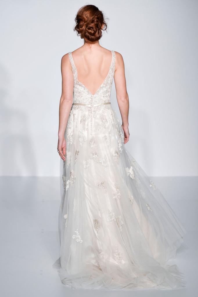 abito bianco dettaglio schiena con bottoncini