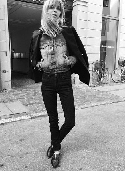 Blazer da uomo, pantaloni skinny e mocassini a punta: lo stile rock è servito. Photo credits: @lookdepernille on Instagram