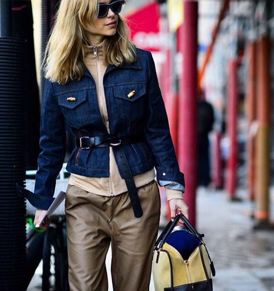 Giubbotto di jeans strutturato per un look elegante. Photo credits: @lookdepernille on Instagram