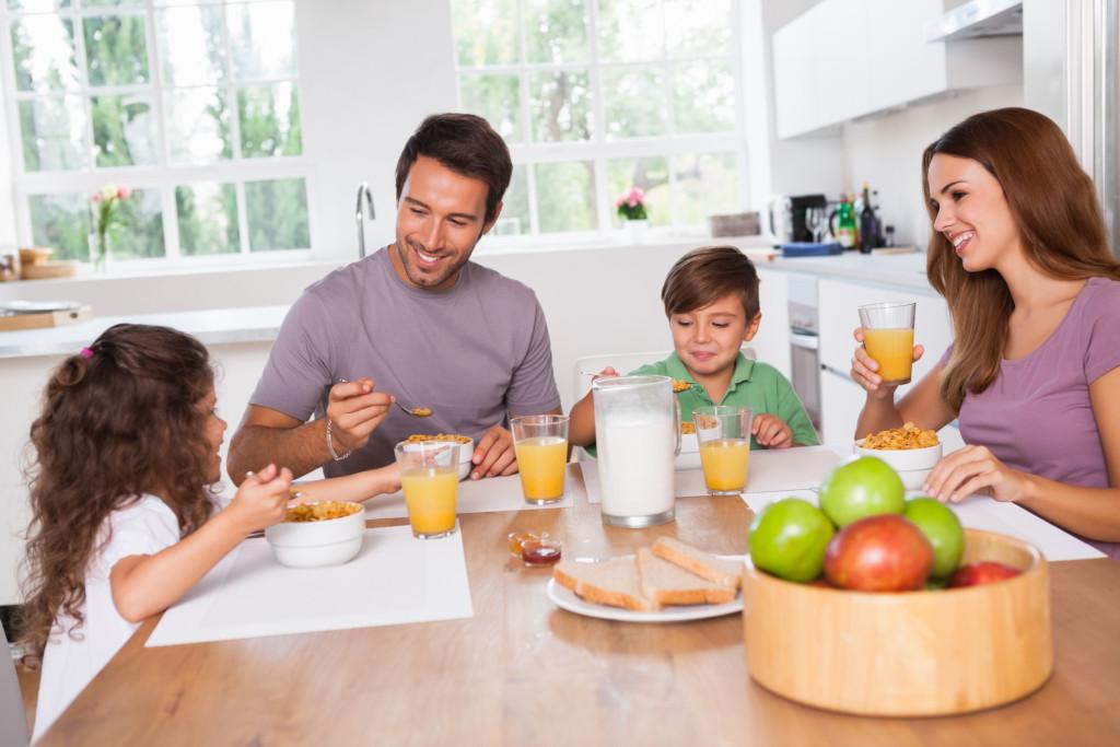 consigli per una sana idratazione del bambino piccolo in estate
