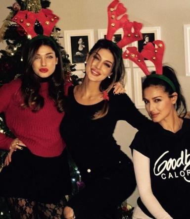 Monica Bellucci e le sue due sorelle