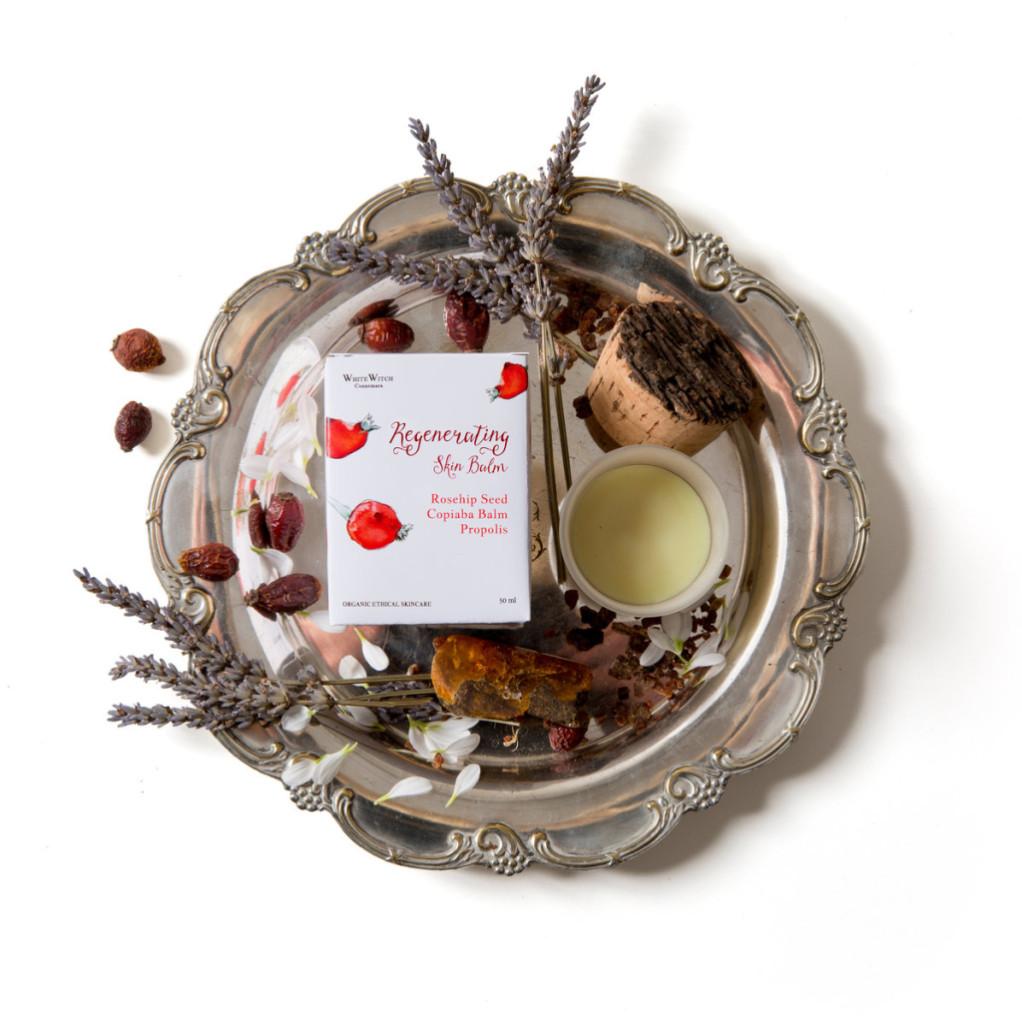 White Witch Regenerating Skin Balm - Balsamo viso rigenerante con rosa canina, propoli e olio di copaiba