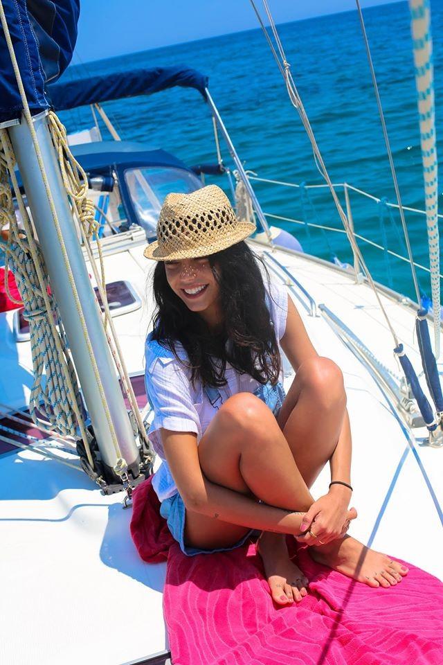 Cappello in paglia modello panama è tra gli accessori ever green da indossare in estate_ Chiara Biasi