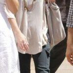L'attrice statunitense Christina Applegata utilizza la classica infradito nero Birkenstock con un paio di pantaloni sportivi