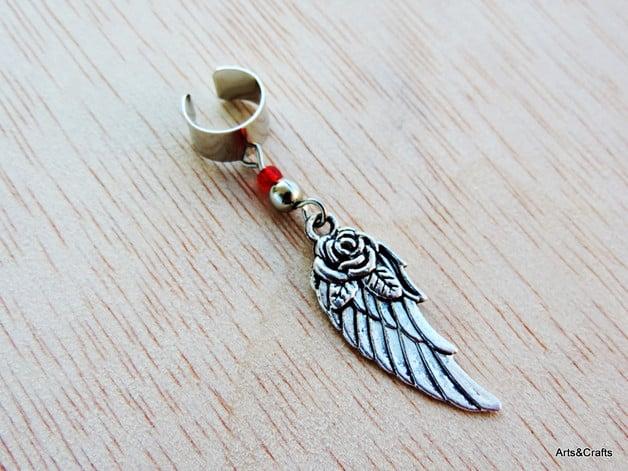 Ear cuff  con pendente rosa e ala di Arts&Crafts 9,31 euro su Dawanda