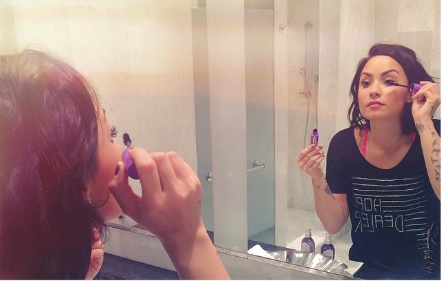 Dami Lovato_il suo make up quotidiano è fresco e naturale