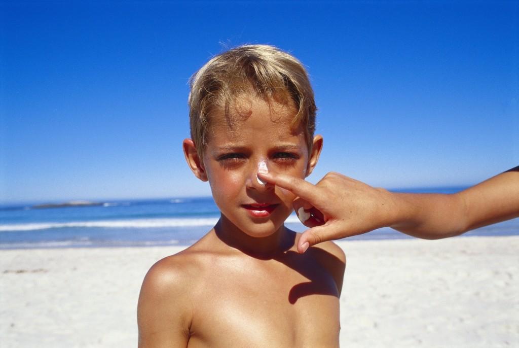 eritema solare proteggere tutte le parti del corpo del bambino