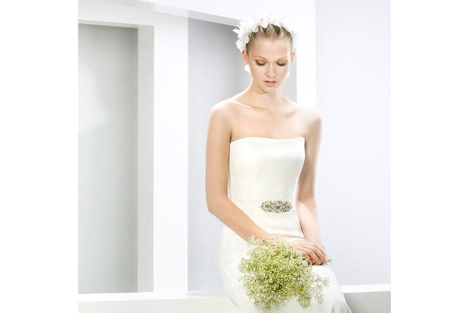 abito dritto bianco concintura in vita gioiello