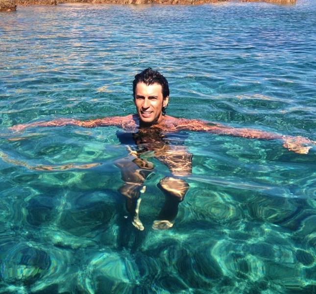 Kledi Kadiu in vacanza a Formentera