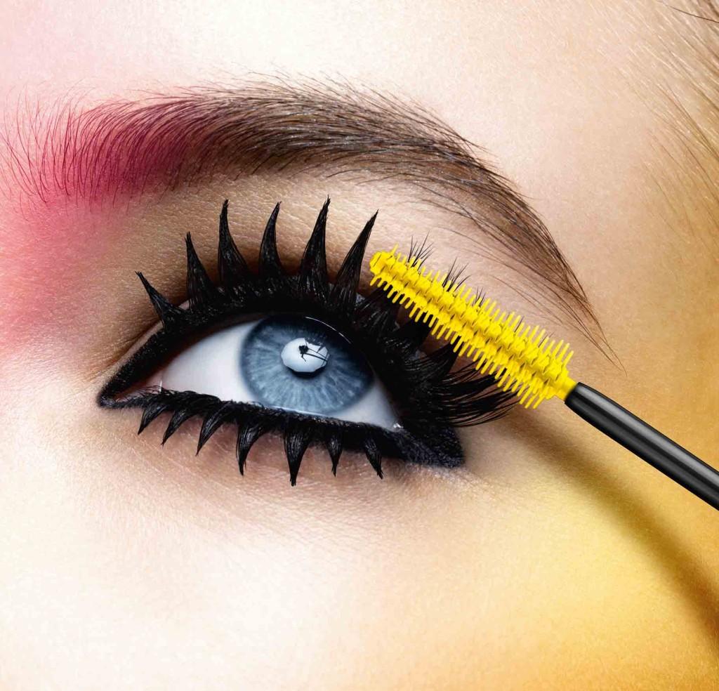 Con un tocco di mascara si trasforma uno sguardo stanco in uno sguardo intenso e sensuale.