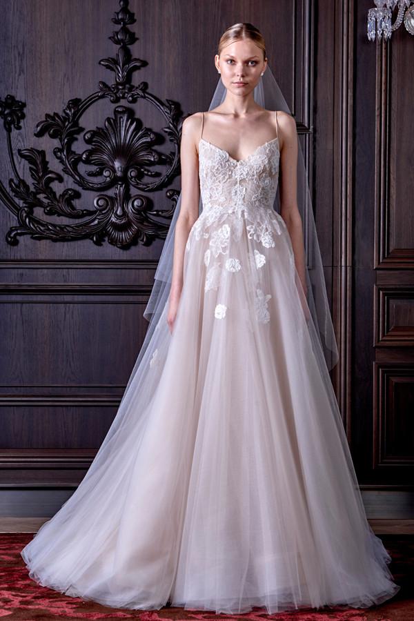 abiti sposa SEVERINE con ampia gonna in tulle lavorazioni floreali