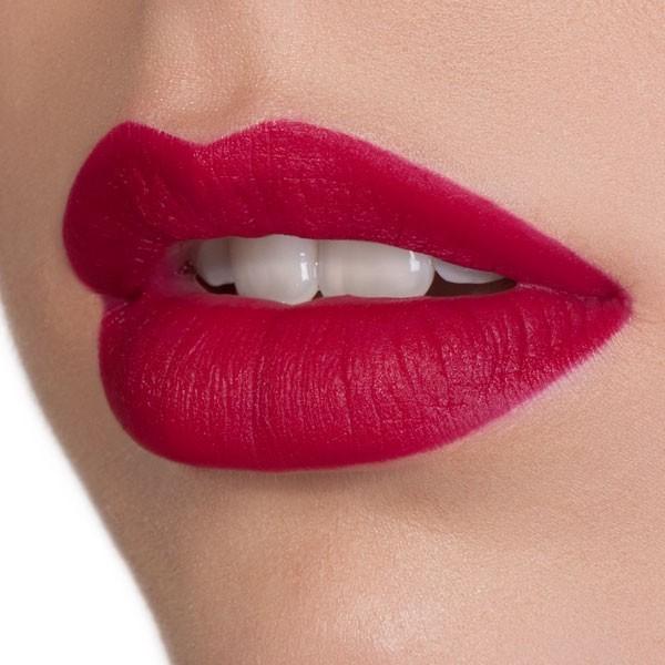 Alter Ego di Nabla applicato sulle labbra.