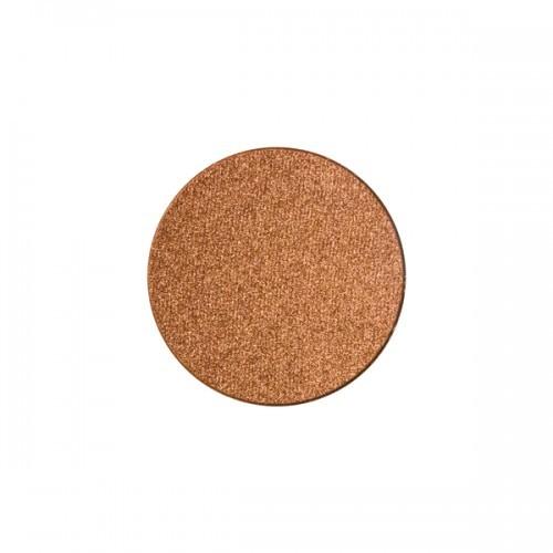 Anche Rust di Nabla è un ombretto color rame caldo chiaro e brillante e luminoso, usato da solo o abbinato a un color caramello o a un marrone scuro.