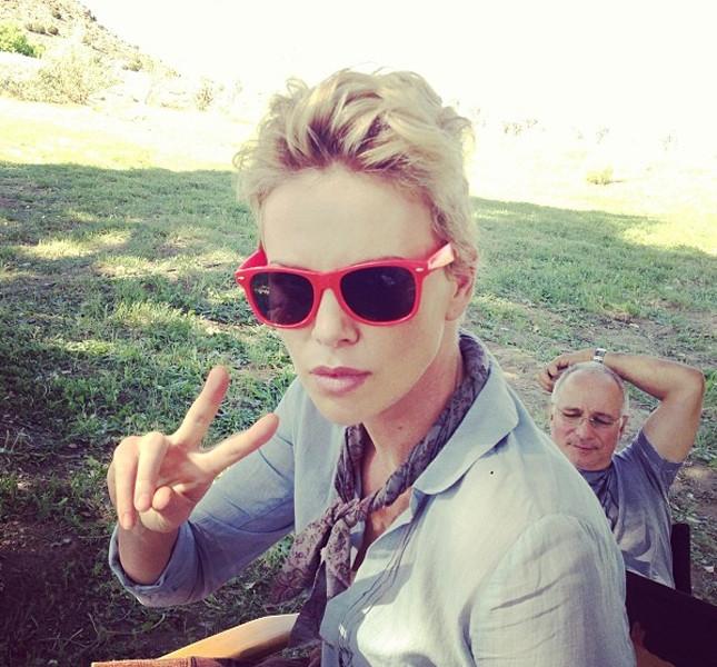 Charlize Theron è di nuovo single