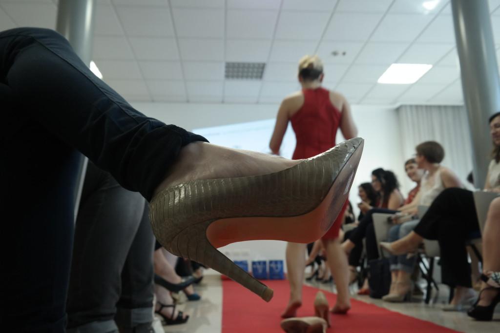 Ogni piede ha la sua scarpa ideale alla Stiletto Academy: è qui che si impara a riconoscere la calzatura giusta e  si inizia a prenderci confidenza